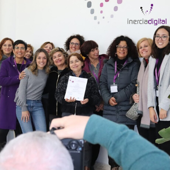 Delivery of certificates to the Italian participants of the Giovanni Falcone Institute for their participation in the Learning and Teaching using social media networks course at El Rompido School, which took place from November 18 to 22, 2019.